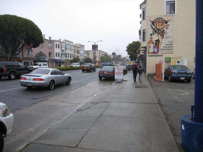 רון וצחי הולכים ברחוב שלנו (רחוב לומברד)