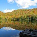 אגם פסטורלי בתחילת עונת השלכת- ורמונט, ספטמבר 2013