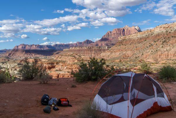 """קמפינג: איפה מותר להקים אוהל בארה""""ב?"""